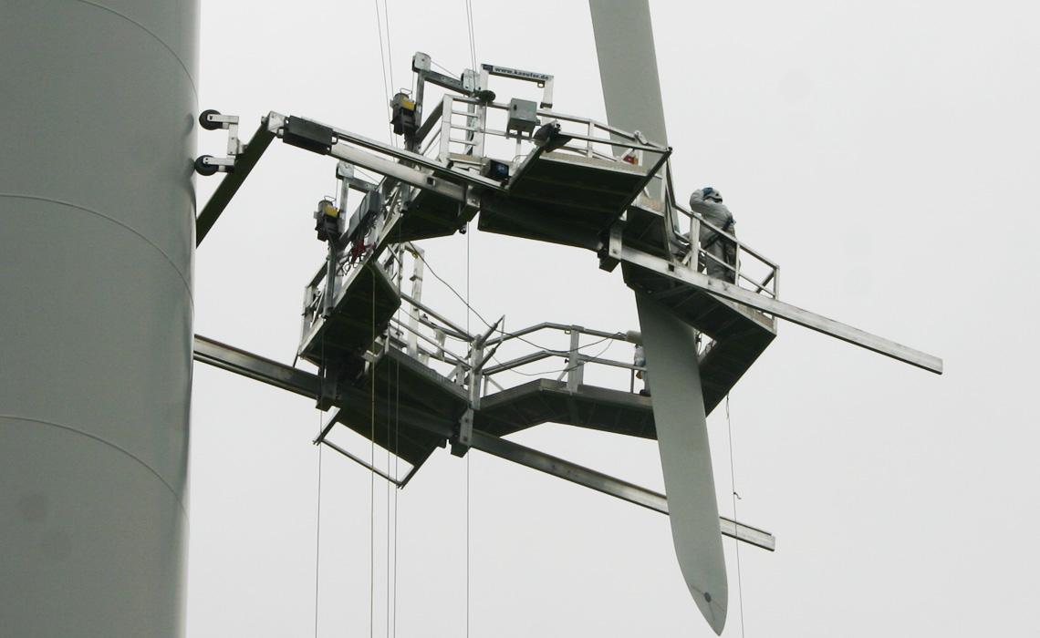 Blade Repairs, Kaufer Platform In Action